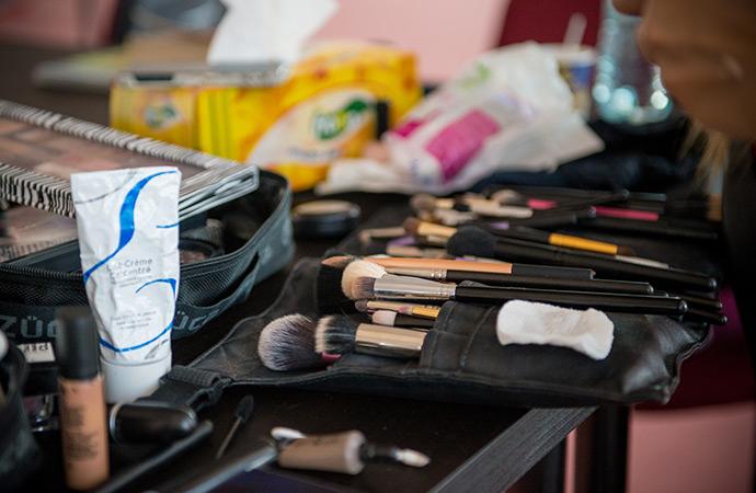 Adina-Vlad-Makeup-Desk