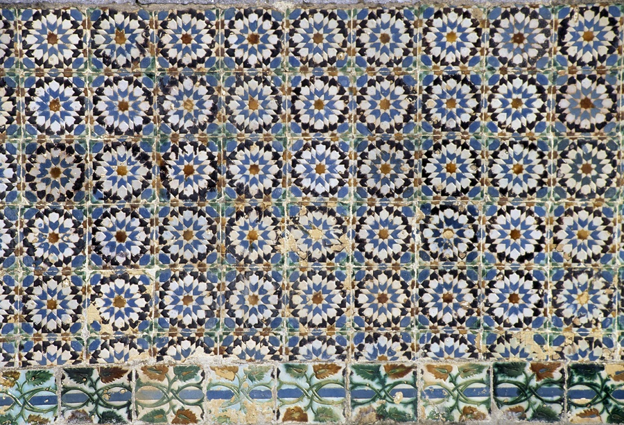 PORTUGAL - MARCH 18: Azulejo tiles decoration in the cloister of Palacio da Pena (Pena National Palace), 1840-1850, Sintra (UNESCO World Heritage List, 1995), Lisbon. Portugal, 19th century. (Photo by DeAgostini/Getty Images)